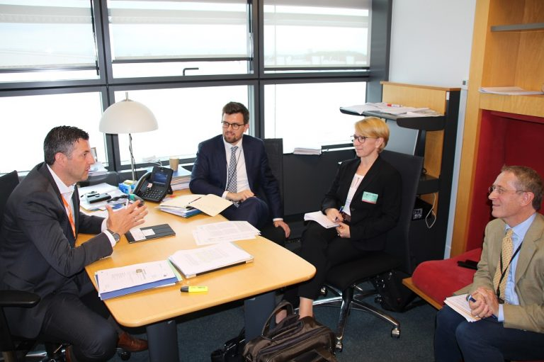 Treffen mit Bayer, BASF und Co. Mit Vertretern der europäischen Chemie-Riesen habe ich mich über die schweren Folgen bestimmter Pestizide und Insektizide für Tier-und Pflanzenwelt unterhalten.
