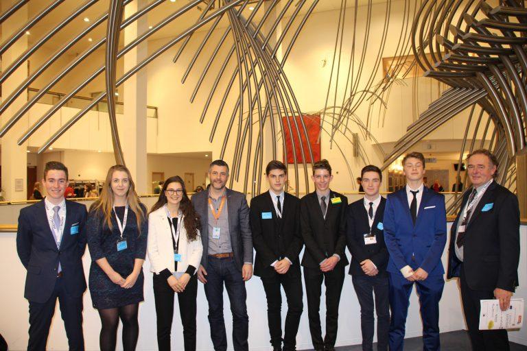 #JungeDemokratie - Austausch mit der belgischen Delegation, die 2017 an dem Jugendkongress MEPNL 17 teilgenommen hat. Bei der MEPNL 17 handelt es sich um einen Kongress für Schüler, bei dem diese während einer ganzen Woche die Arbeit innerhalb des Europäischen Parlaments nachempfinden sollen.