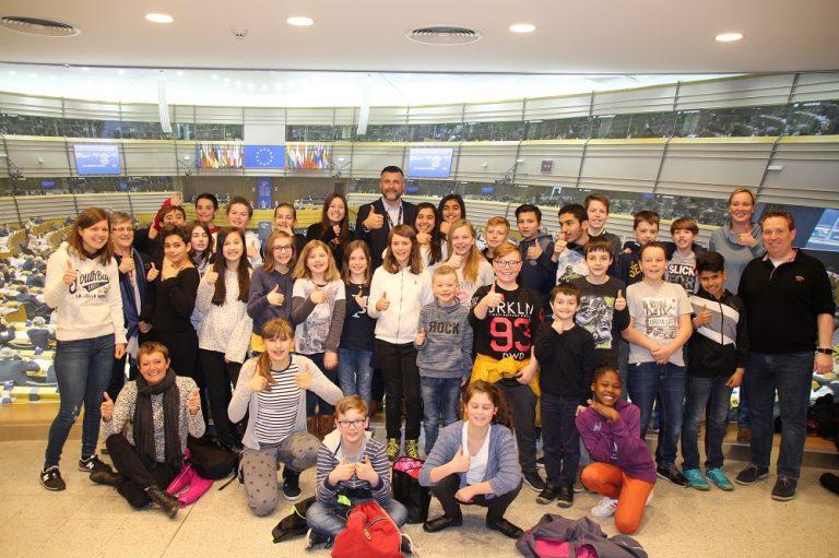 Besuch des 5. und 6. Schuljahrs der SGU Eupen im Europäischen Parlament in Brüssel