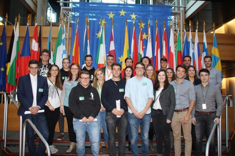 Besuch der ostbelgischen Studentenvereinigungen Eumavia Lovaniensis, Paludia und Ostana in Straßburg.