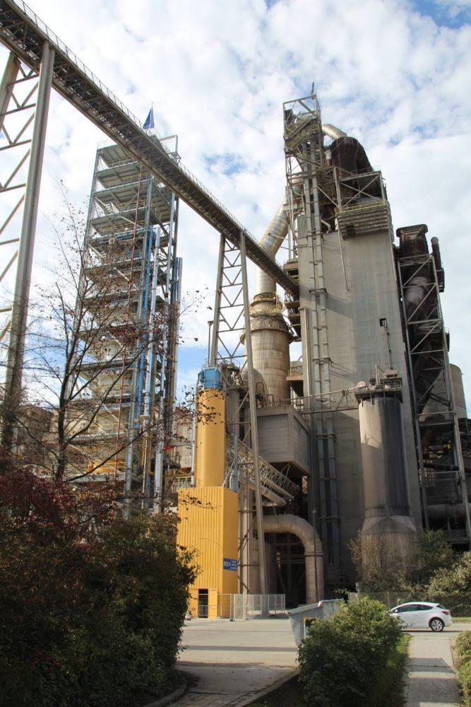 CCS-Pilotanlage in Lixhe: Das bei der Verbrennung von Kalkstein entstehende CO2 wird herausgefiltert und gespeichert.