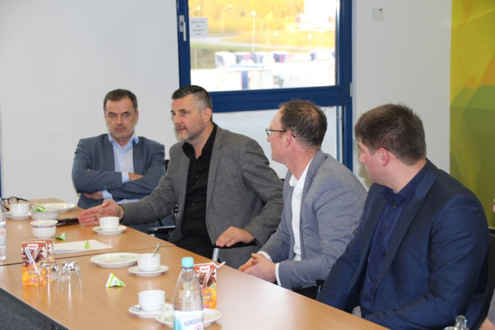 Benoît Lutgen und Pascal Arimont zu Gast bei Arla Foods in Pronsfeld.