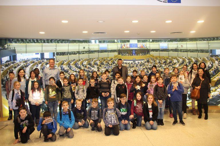 Besuch des 4. Schuljahrs der Grundschule Merzig St. Josef im EU-Parlament in Brüssel