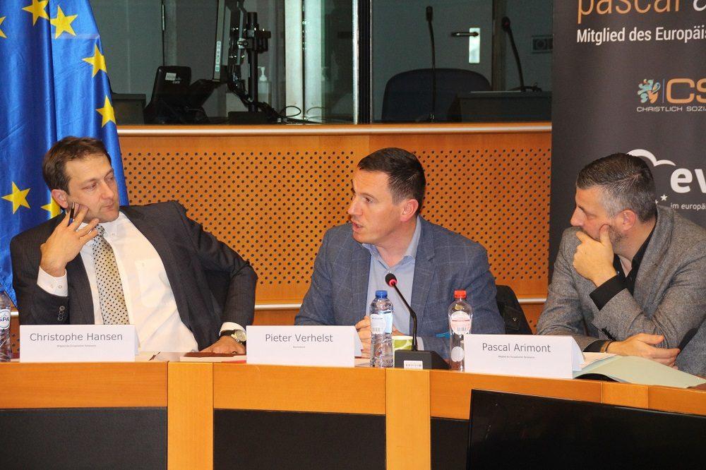 Christophe Hansen, MdEP, Pieter Verhelst vom Boerenbond und Pascal Arimont (v.l.)