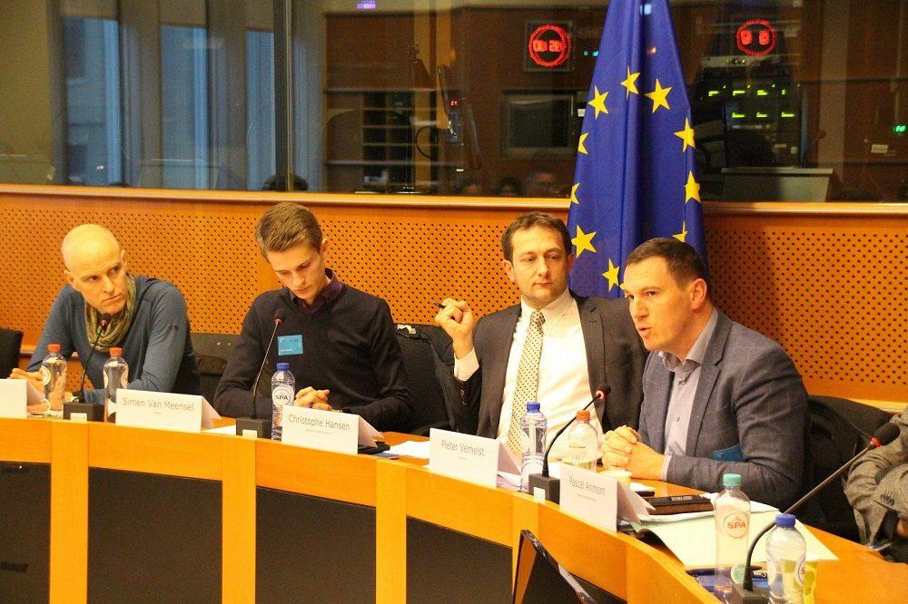 Jorgo Riss von Greenpeace, Moderator Simen Van Meensel, Christophe Hansen (MdEP) und Pieter Verhelst (Boerenbond) (v.l.).