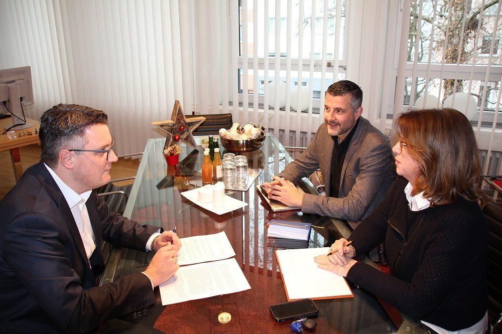 Städteregionsrat Dr. Tim Grüttemeier (links) mit Pascal Arimont und Ulla Thönnissen, Geschäftsführerin der Metropolregion Rheinland.