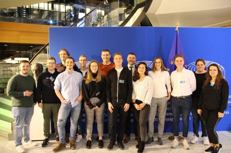 Besuch von Vertretern der Jungen Mitte und anderen interessierten jungen Menschen im Europäischen Parlament in Straßburg.