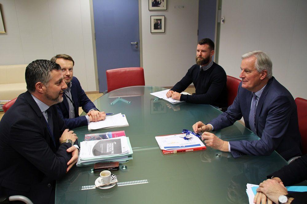Pascal Arimont im Austausch mit dem Brexit-Chefunterhändler der EU, Michel Barnier.